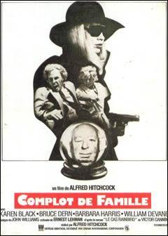 Spécialiste de l'humour noir, Alfred Hitchcock en a fait notamment preuve pour son apparition dans son dernier film  Complot de famille . Quelle est cette apparition ?