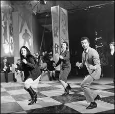 C'est une danse au rythme merveilleux à danser seul à quatre ou bien à deux  : Qui nous donnait cette  leçon de twist  ?