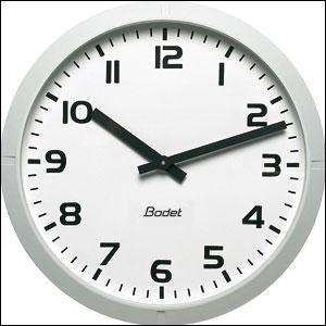 À quelle heure ne peut-on pas distinguer séparément les deux aiguilles sur une horloge classique ?