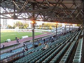 Mon stade aussi s'appelle le Stade Yves-du-Manoir. En Top 14 depuis 2009, j'ai fini la saison 2012/2013 à la 6e place, juste devant l'USA Perpignan. Mes joueurs portent un maillot rayé blanc et bleu ciel à domicile. Je suis ...