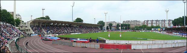 Avec 20000 places, mon Stade Jean-Bouin est le stade qui peut accueillir le plus de spectateurs de tout le championnat de France. Avec 13 titres de champion de France, je constitue le deuxième palmarès français à 6 longueurs du Stade toulousain. Ma ville accueille le champion de France de handball en titre. Je suis ...