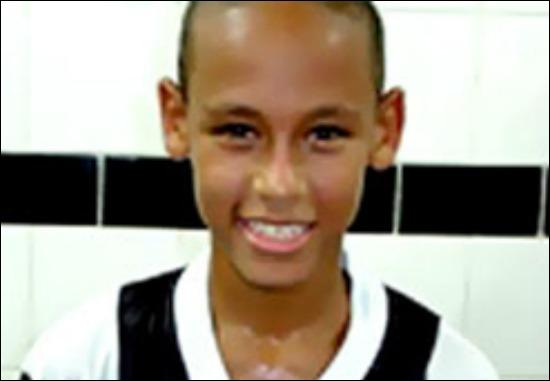 Qui était ce joueur de foot enfant ?