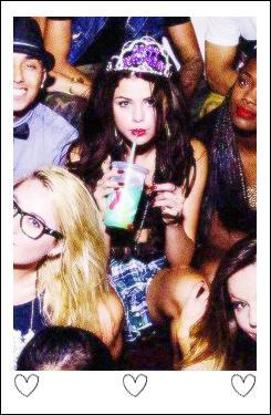 Le 22 juillet, Selena a eu 21 ans, ce qui indiquait sa majorité aux Etats-Unis. Elle a partagé une vidéo de sa fête sur son compte personnel Youtube. Bref dans ces personnalités, qui ne lui a pas souhaité  Happy Birthday  sur Twitter ?
