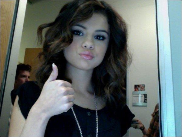 Quelle cérémonie MTV, Selena a-t-elle présentée en 2011 ?