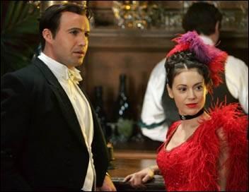 Que risquent Phoebe et Drake s'ils ne repartent pas à temps du cabaret ?