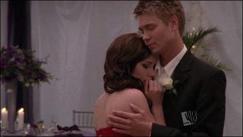 Lors de la soirée, Brooke et Lucas sortaient-ils ensemble ?