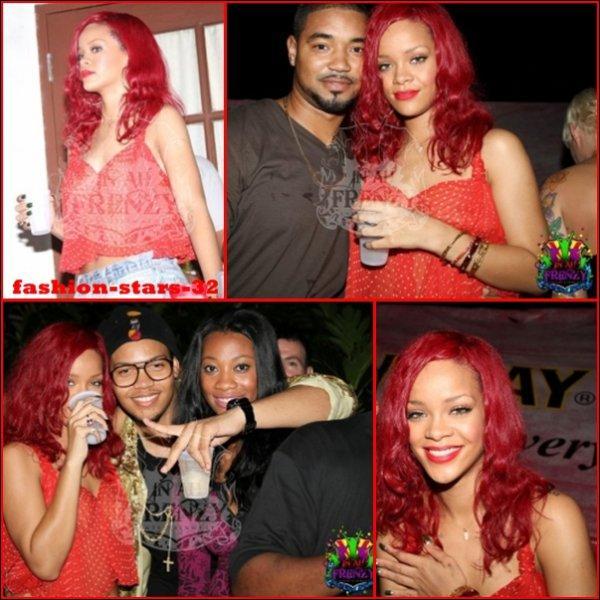 Rihanna a profité d'un séjour au carnaval pour saluer les  Bridgetowniens et les Bridgetowniennes  !