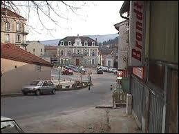 Nous sommes à Boën (région Rhône-Alpes). Nous sommes dans le département ...