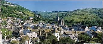 Je me rends à Chaudes-Aigues (Cantal). Cette station thermale se situe en région ...
