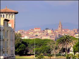 Nous allons à Fréjus (région P. A. C. A). C'est une ville du département ...
