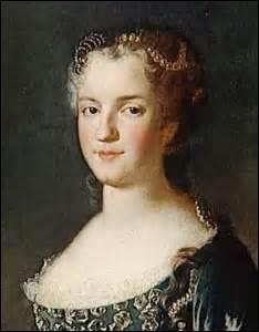 Je me nomme Marie Leszczynka. Je suis née à Trzebnica (Pologne) le 23 juin 1703 (du roi détrôné Stanislas Leszczynka et de Catherine Opalinska) et décède à Versailles le 24 juin 1768. J'épouse le 05 septembre 1725 à Fontainebleau le roi :