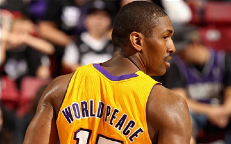Quel joueur des Lakers a changé de nom récemment pour se faire appeler  Metta World Peace  ?