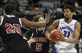 Quel est le nom de la Ligue de basket pour les universitaires américains ?