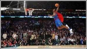 Ce joueur a été connu grâce à sa prestation au slam dunk 2007 avec son  Dunk Superman . C'est :