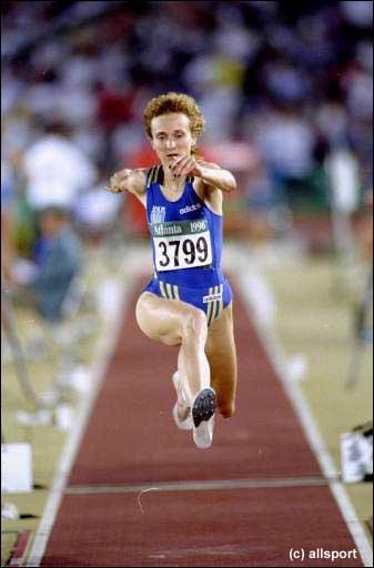 Lors de quelle compétition Inessa Kravets a-t-elle établi le record du monde sur le triple saut chez les dames ?
