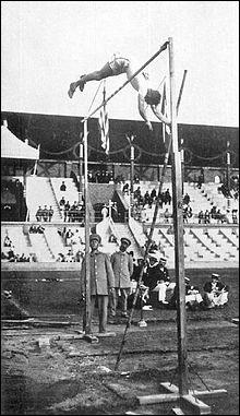 Qui a établi le record du monde du saut à la perche chez les hommes ?
