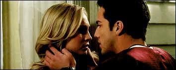 De qui Caroline est-elle amoureuse ?