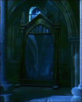 Dans le Miroir du Riséd, Harry se voit avec ses parents... mais pas seulement !