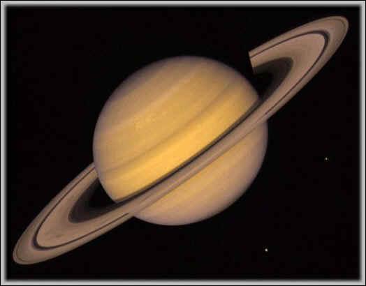 ... est sans doute la plus belle planète du système solaire, remarquable par ses anneaux. Visible à l'oeil nu, elle a été connue de tout temps.