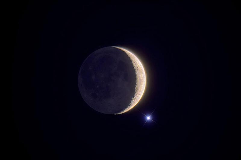 ... a des phases semblables à celles de la Lune. Son nom est celui de la déesse de l'amour et de la beauté. Mais ce n'est pas le lieu idyllique que l'on a cru pendant longtemps. Sa température de surface peut atteindre 460° C.