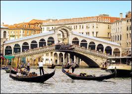 Quel couple voulait ''laisser les gondoles à Venise'' ?