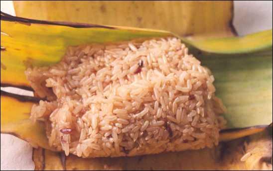 Comment s'appelle la principale variété de riz produite et consommée par la population lao du Laos et du Nord-Est de la Thaïlande ?