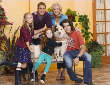 Comment s'appelle le chien de la famille d'Ellen et Bennet dans  DoggyBlog  ?