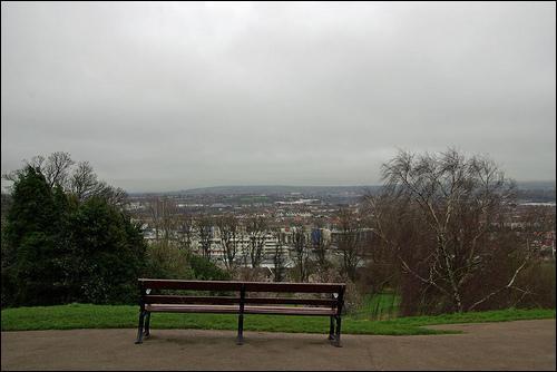 Quelle ville du Royaume-Uni est-elle le cadre des premières saisons de Skins ?