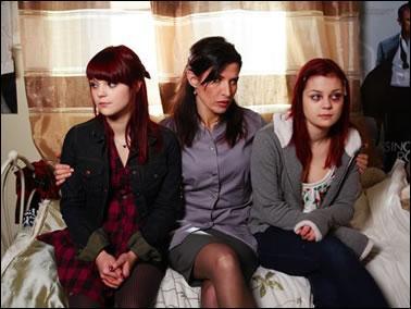 Quel est le nom de famille des jumelles Katie et Emily ?