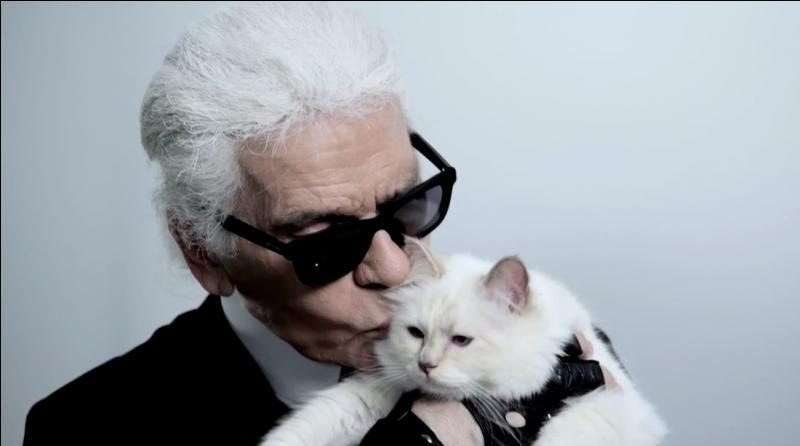Quelle extravagance le grand couturier Karl Lagerfeld a-t-il imaginée pour Choupette, sa chatte adorée ?