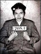 Elle a réalisé une action courageuse en 1955 qui a fait d'elle un symbole. Pourquoi a-t-elle été arrêtée par la police et jetée en prison ?