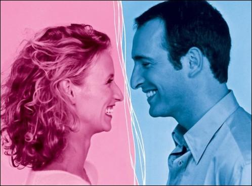 Dans la vraie vie, Jean Dujardin et Alexandra Lamy se sont passé la bague au doigt le 25 juillet 2009 dans le Gard. Mais à l'écran, c'était ...
