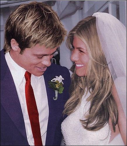 Beaux, blonds et célèbres, ils forment le couple glamour idéal quand ils scellent leurs destins le 29 juillet 2000. De qui s'agit-il ?