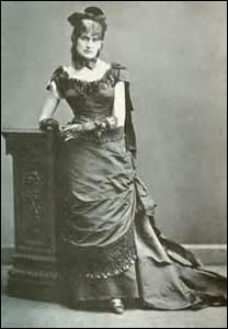 Je suis née le 14 janvier à Bourges et décède le 02 mars 1895 à Paris. Je suis une artiste-peintre, membre fondateur et doyenne du mouvement  impressionnisme , mariée à Eugène Manet. On me doit des œuvres comme  Vue du petit port de Lorient  (1869) ou  La Lecture  (1869-1870). Qui suis-je ?