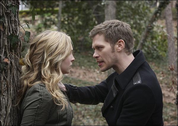 Pourquoi Tyler a dû fuir Klaus quand celui-ci était emprisonné dans le salon des Gilbert ?