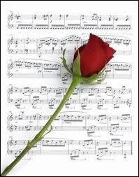 """Qui chantait """"Je l'ai couché dessous les roses, je veux que tranquille il repose, mon père, mon père ... ."""