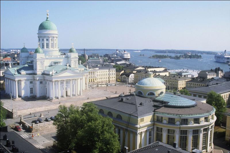 Quelle est cette grande ville d'Europe surmontée par sa cathédrale du XIXème siècle ?