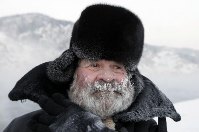 Pour qui était-on  pétrifiés dans nos manteaux d'hiver, refoulés aux frontières des nations qui crèvent  ?