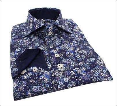 Qui portait des  chemises à fleurs  ?