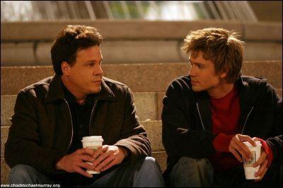 Pourquoi Keith et Lucas reviennent-ils dans la saison 2 à Tree Hill ?