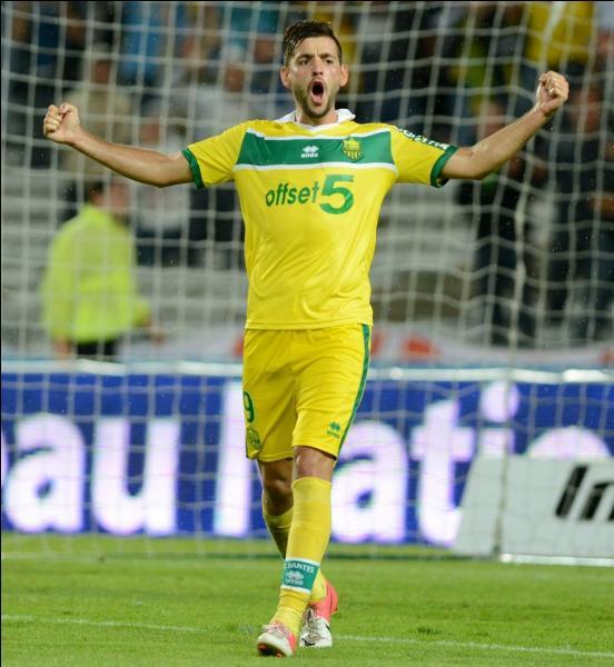 Qui est ce footballeur serbe ?