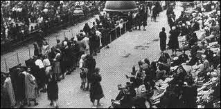 Comment appelle-t-on la plus grande arrestation de Juifs en France, pendant laquelle près de 13 000 Juifs sont déportés le 16 juillet 1942 ? Cet évènement marque un tournant dans l'histoire de la Shoah.