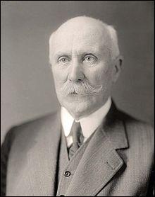 Quel évènement conduit le maréchal Pétain à devenir chef de l'État français ? Ce titre lui permet d'instaurer le régime de Vichy.