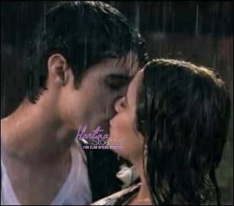 Comment s'appelle l'acteur qui joue Tomás, le premier amour de Violetta ?