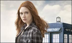 Qui joue le rôle de Amy Pond ?
