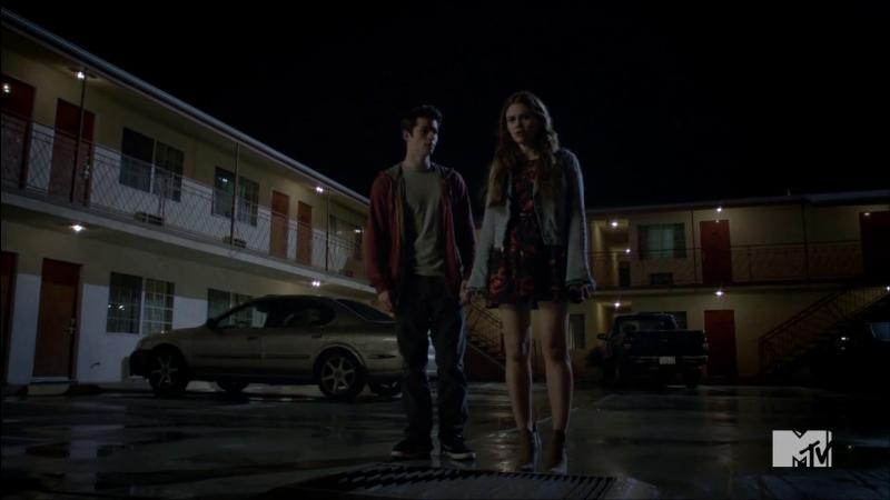 Quel objet est utilisé dans l'épisode du motel pour rendre fous les loups-garous ?