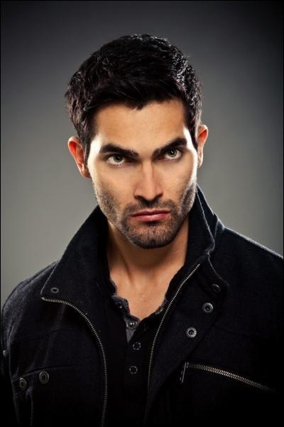 Pourquoi Derek avait-il les yeux bleus quand il était Beta ?