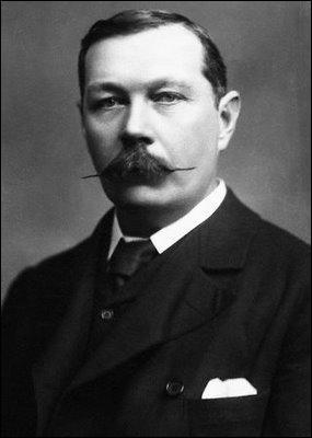 Quel est l'écrivain anglais, auteur de romans policiers et père du fameux Sherlock Holmes ?