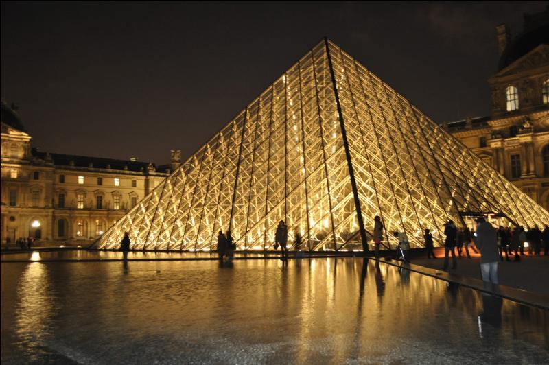 Quel rang l'agglomération de Paris atteint-elle de par son peuplement à l'échelle européenne ?