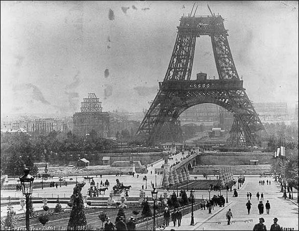 A quelle occasion la Tour Eiffel a t-elle été bâtie ?
